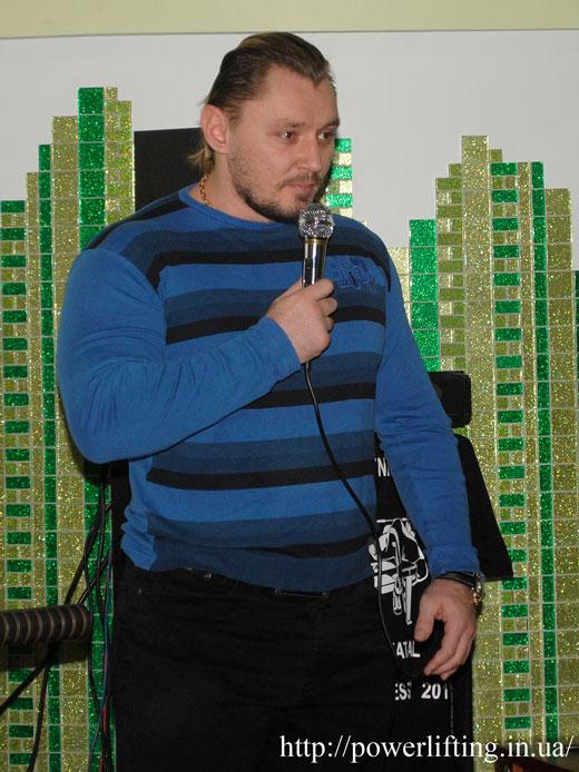 Виталий Бобченко открывает соревнования.
