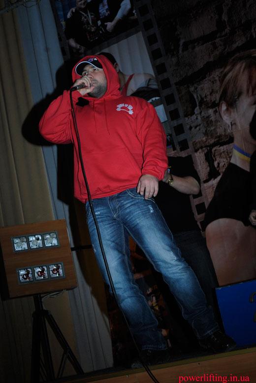 Олег Базилевич читает рэп