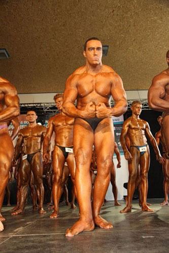 Невский Александ показует свои феноменальные грудные...