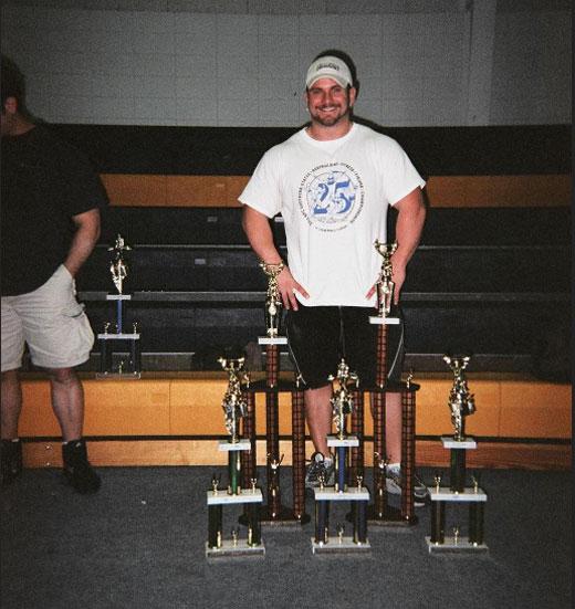 Джереми с трофеями после первых своих соревнований