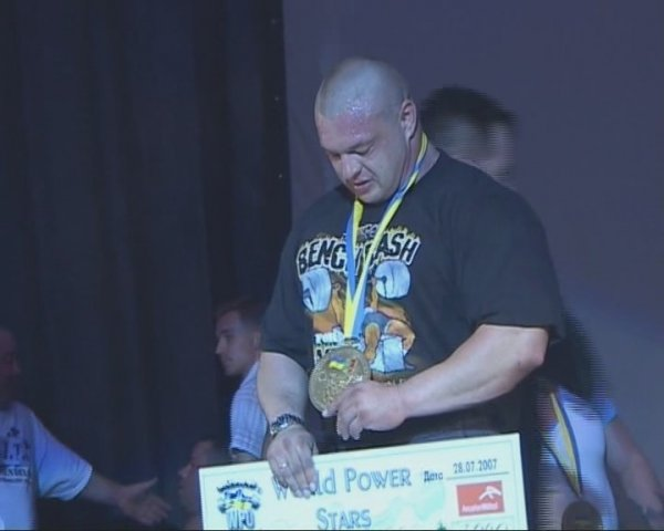 Награждение на турнире WORLD POWER STARS, 2-е место с результатом 370кг. Это было последнее выступление Виталия…