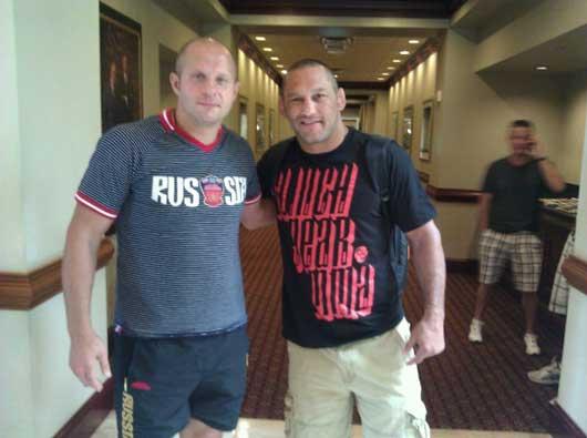 Ден Хендерсон и Федор Емельяненко встретились лицом к лицу в отеле Hotel Lobby