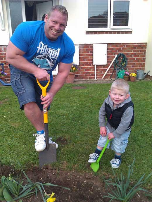 Craig Coombes с сыном
