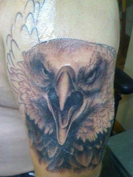 Орел украшает вторую руку Джона Богарта