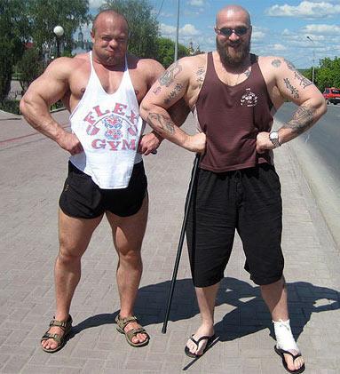 На фото: Сергей Бадюк и легенда русского жима Владимир Кравцов