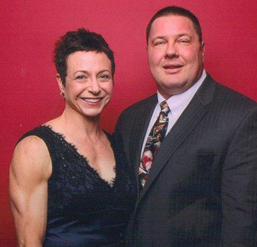 на фото: Debbie Schwartz Damminga   и ее муж Gregg Damminga