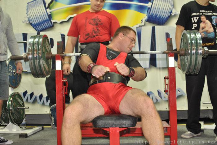 Kucer Alexander bench press 290kg/640lbs on Ukrainian WPC CUP 2011