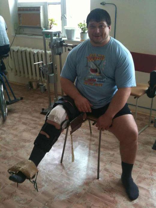 Напомним для тех кто не в курсе.Дмитрий травмировался 24 декабря на попытке приседа 470кг (что прилично больше Мирового рекорда)