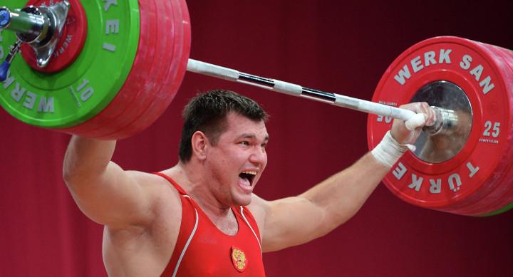 Русский штангист Ловчев Алексей , который завоевал золотую медаль начемпионате мира по тяжёлой атлетике 2015 года, дисквалифицирован Международной федерацией тяжёлой атлетики на четыре года за употребление допинга.